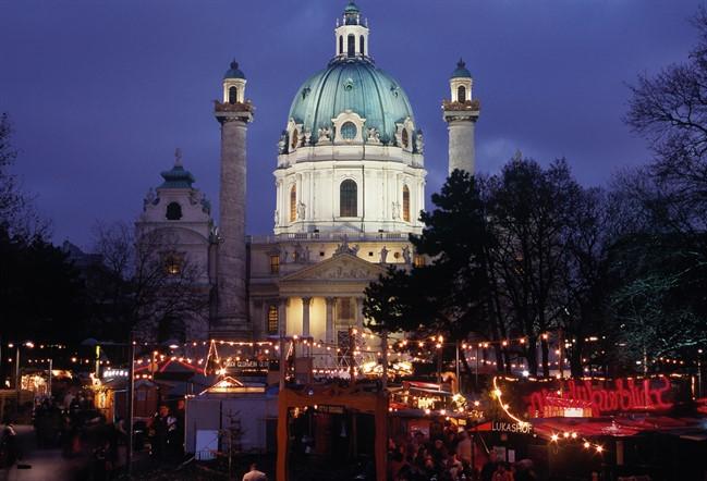 Lowres 00000027801 Karlskirche In Vienna At Christmas Time Christmas Market Oesterreich Werbung Diejun