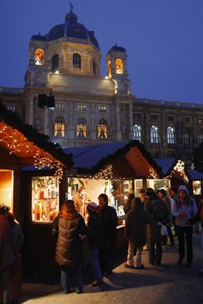 Lowres 00000029656 Christmas Market In Vienna Oesterreich Werbung Bartl