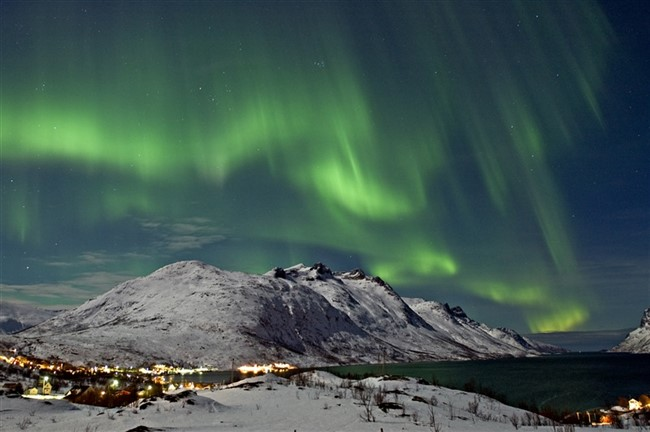 Northern Lights Over The Ersfjord In Tromso 122004 99 0001 800