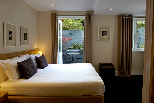 The Nadler Kensington Deluxe Room